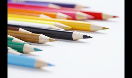 Masques, crayons et autres objets indispensables